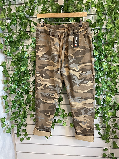 Camo effect regular magic trousers