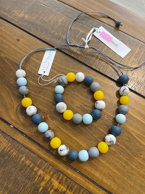 Blue and yellow beads braclet
