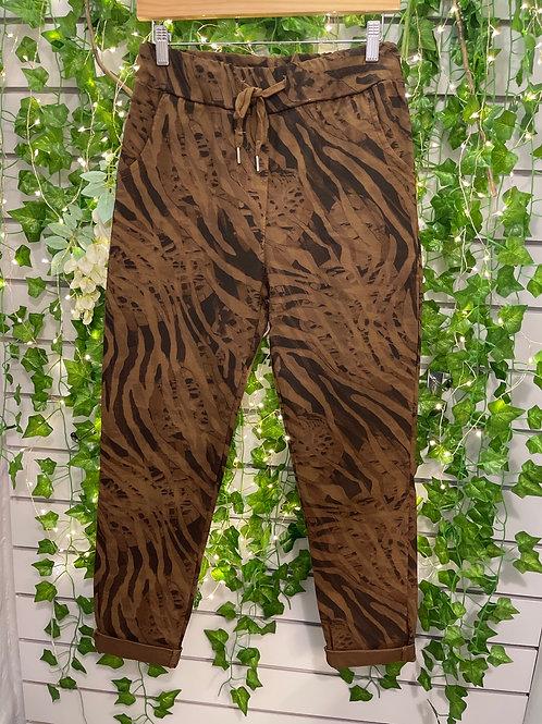 Zebra print magics brown regular