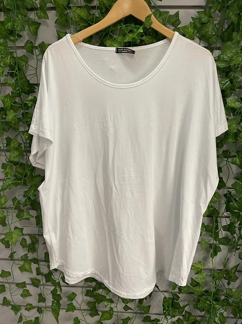 White basic t shirt