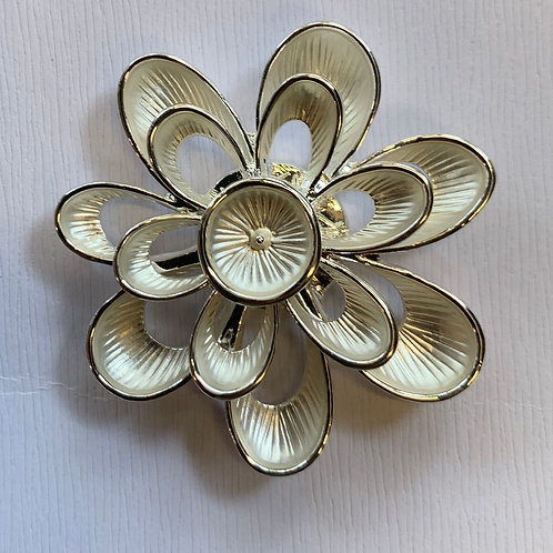 Magnetic brooch flower