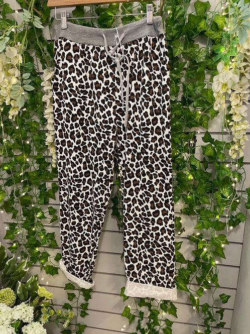 Plus size leopard joggers