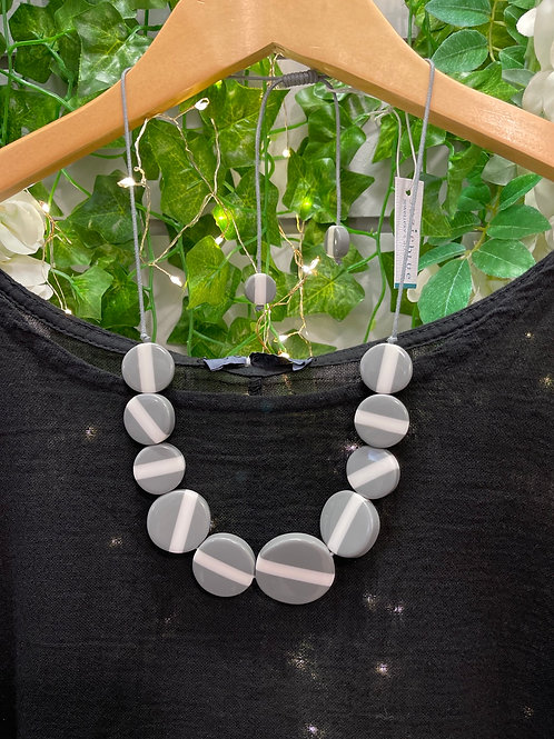 Resin stripped disc necklace grey