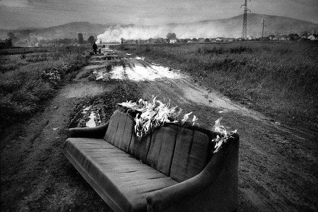 Karim Ben Khelifa - Burning couch_KBH.jp