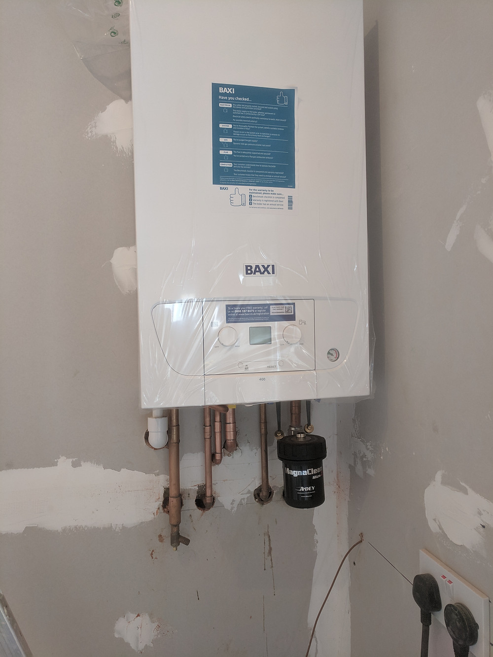 New Baxi 424 combi boiler recently installed. Including a magnetic filter.