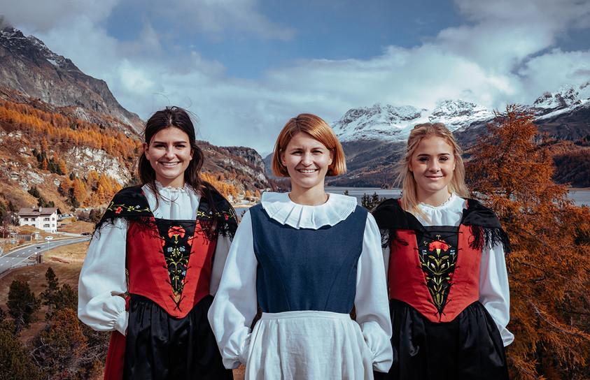Sängerinnen des Vokalensembles incantanti in Tracht