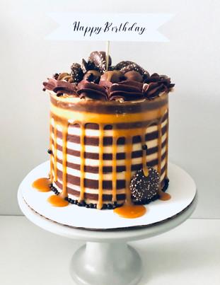 Caramel Chocolate Drip Cake