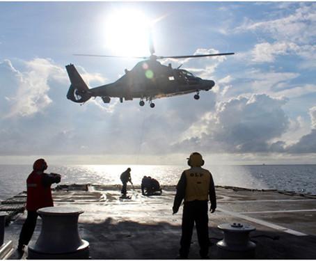 Helicóptero monomotor pode operar sobre água?