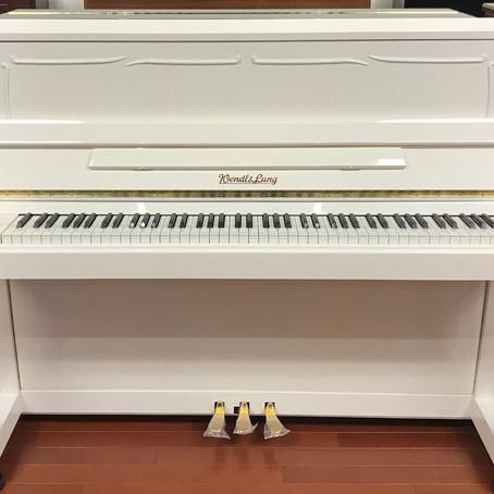 「白いアップライトピアノ」再入荷!