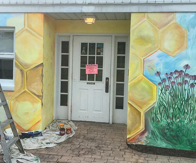 Painting honey and I got stuck today🐝.j