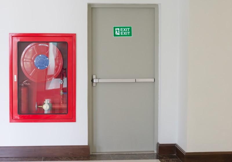 Sistemas de contraincendios puerta cortafuegos y sistema BIE