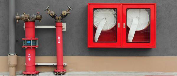 Sistema contraincendios de columna seca e hidratantes de extinción de incendios