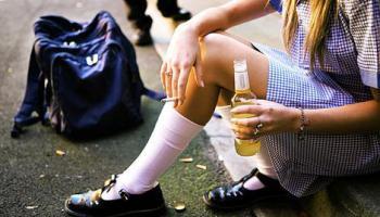 As políticas de disponibilidade, preço e propaganda reduzem o consumo de álcool entre adolescentes