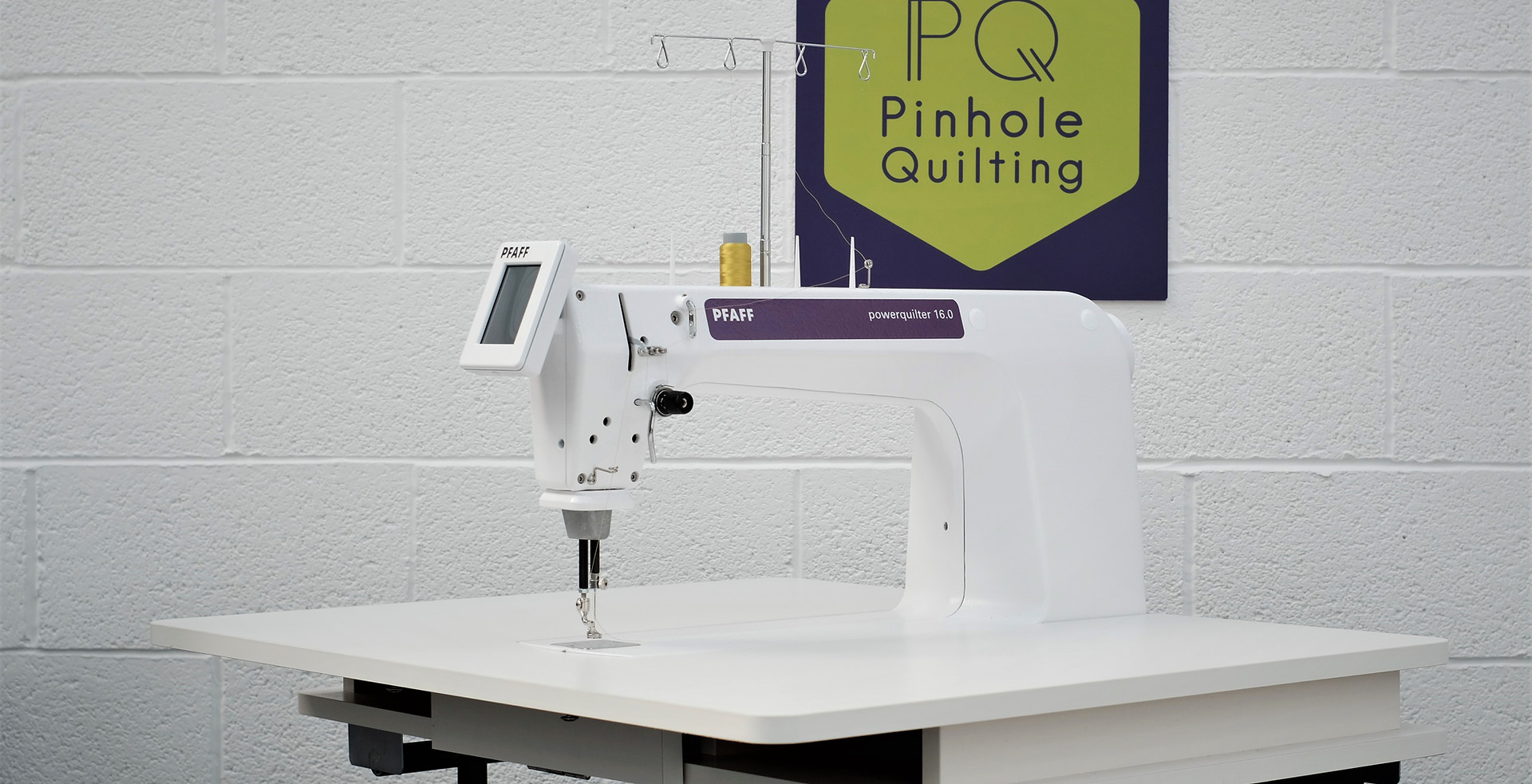 Pfaff Powerquilter 16.0 with Table, Bobbinwinder and Accessories
