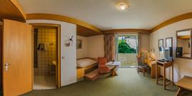 Zimmer 105 Pano.jpg