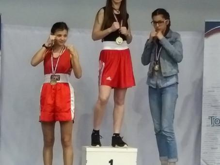 Lucile Vergne est championne de France Boxe Anglaise dans la catégorie cadette -54kg