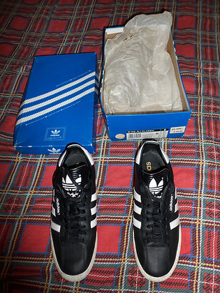 Adidas Samba Trainers: Size 9