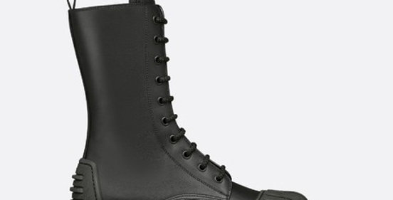 Black D ankle boot