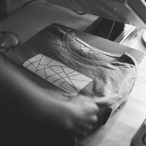 Handmade bedrucktes Simply Made T-shirt in der Produktion in Erfurt
