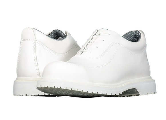 Zapatos Berrendo 947 de color blanco con casquillo, agujeta en empeine y suela antiderrapante