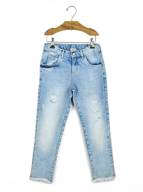 Calça Jeans com Barra Desfiada e Bordado