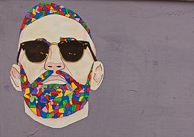 Homem Grafitti com óculos de sol