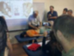 דודי פוקס בהשתלמות בטכניקת הנעת רקמות לצורך שחרור אצל דר' צ'אייטו