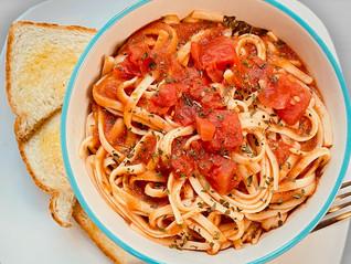 Spaghetti Pasta with Garlic Toast