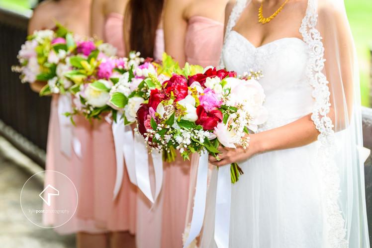 Zinen's Bouquet + bridesmaids