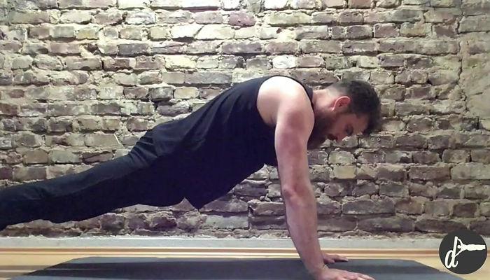Welche Übungen können mit dem Parallettes Bar ausgeführt werden?