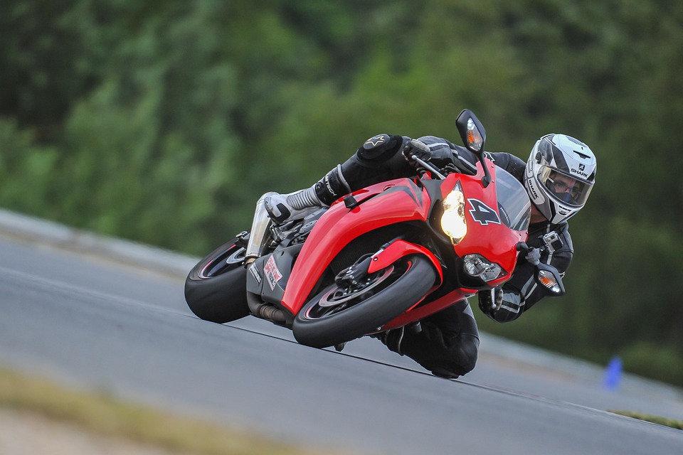 motorcycle-4336847_960_720.jpg