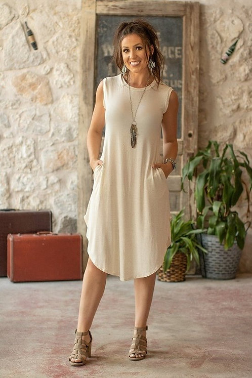 Solid, sleeveless scoop dress with pocket