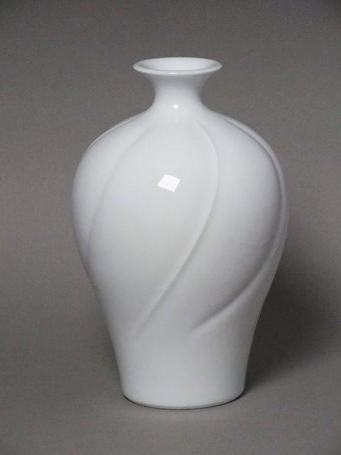 006 白磁彫花瓶