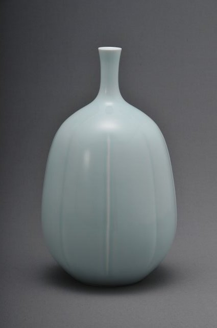 002 青磁彫鶴首花瓶