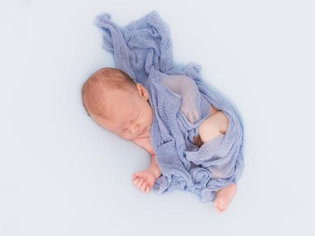 Wunderschöne Babybilder in gewohnter Umgebung