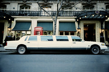 White Strech Limo back in the day. Lincoln town car provides luxurious limousine service for the Tri-Cities. Kennewick, Pasco, Richland are privileged to have us for their transportation needs.