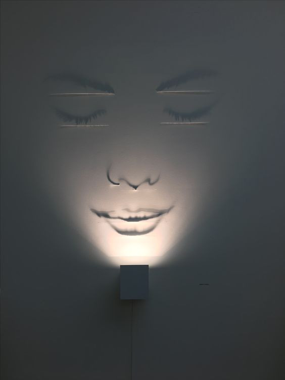 spotlight-wall-face