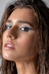 Haute Punch Magazine - issue January 2021  Photo: Vivian Hoi Ling Wong Model: Elise Hoogerdijk - Agency: Euromodels Styling: Chadee van den Brom Makeup & Hair: Cristina Rosu Retoucher: Irina Dubova