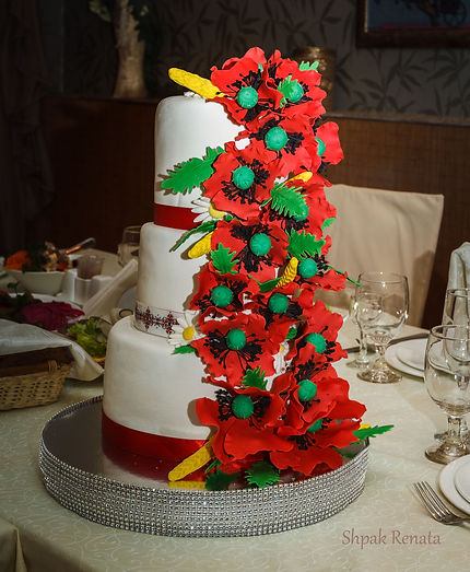Весільний торт з маками