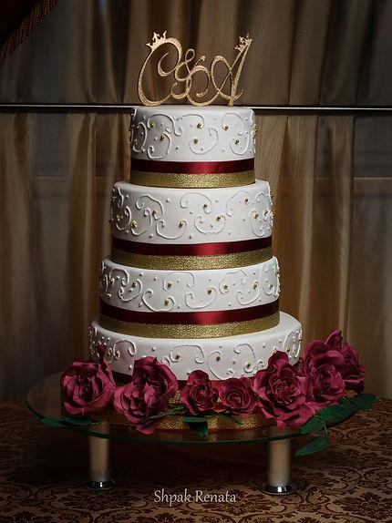 Весільний торт з трояндами