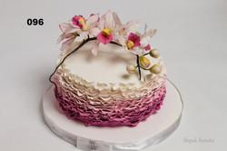 торт з цукровими квітами