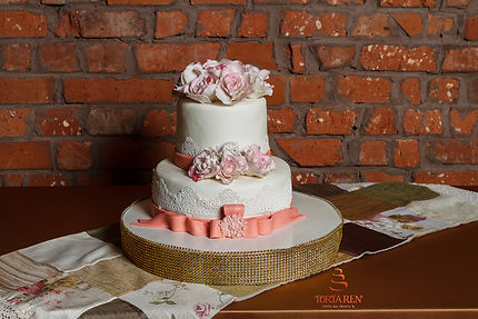 Вксільний торт з червоними трояндами