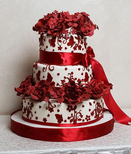 Весільні торти з цукровими квітами