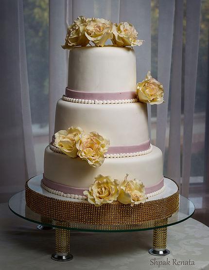 Весільні торти на замовлення в Ужгороді