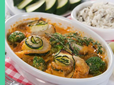 Visrolletjes in doperwtjessaus met Italiaanse groente