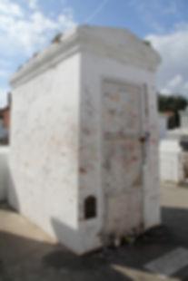 tomb-333659_1920.jpg
