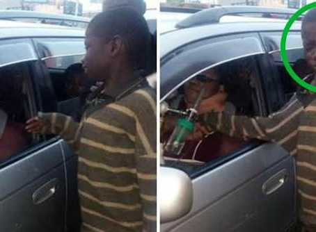 empatia Menino de rua se aproxima de carro para pedir esmolas e cai no choro quando vê quem está ao