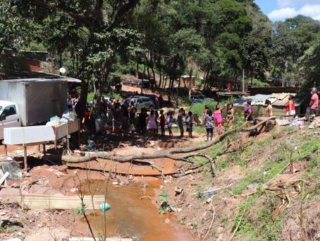 Voluntários tentam aliviar a fome de famílias afetadas pela pandemia