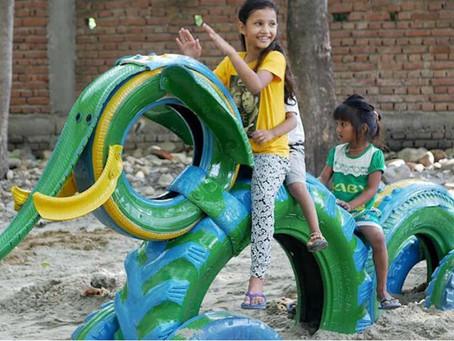 Arquiteta reutiliza pneus velhos e transforma em playgrounds