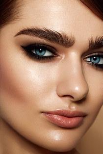 Beauty Close up smokey eyes